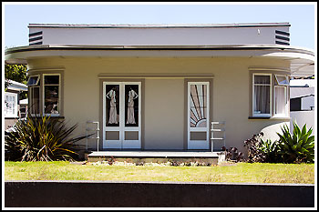Drive through a 1940's Art Deco housing estate with Hawkes Bay Scenic Tours on your Napier Tour