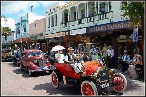 Deco-Car-Street-Parade.-Napier..