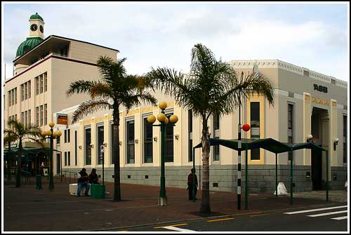 Discover-Emerson-Street-in-Napier-today-with-Hawkes-Bay-Scenic-Tours-