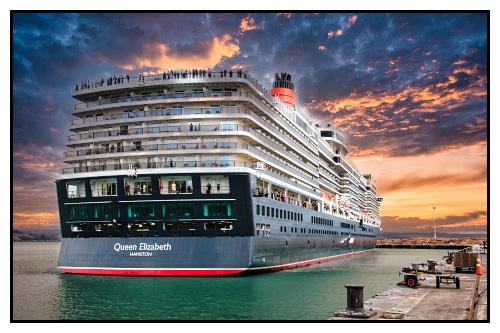 Queen Elizabeth docking in Napier.
