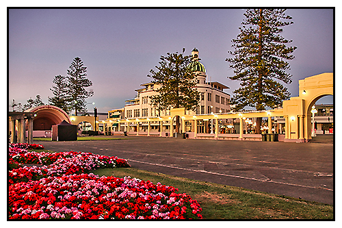 Soundshell on the Marine Parade, Napier with Hawkes Bay Scenic Tours